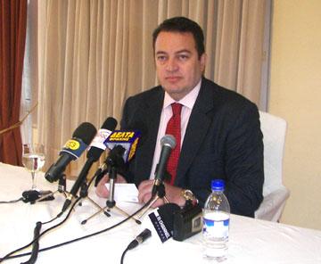 Τώρα λέει ότι δεν στηρίζει κανέναν ο Στυλιανίδης...